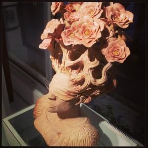 Escultura em ceramica da artista Rebeca Gilling